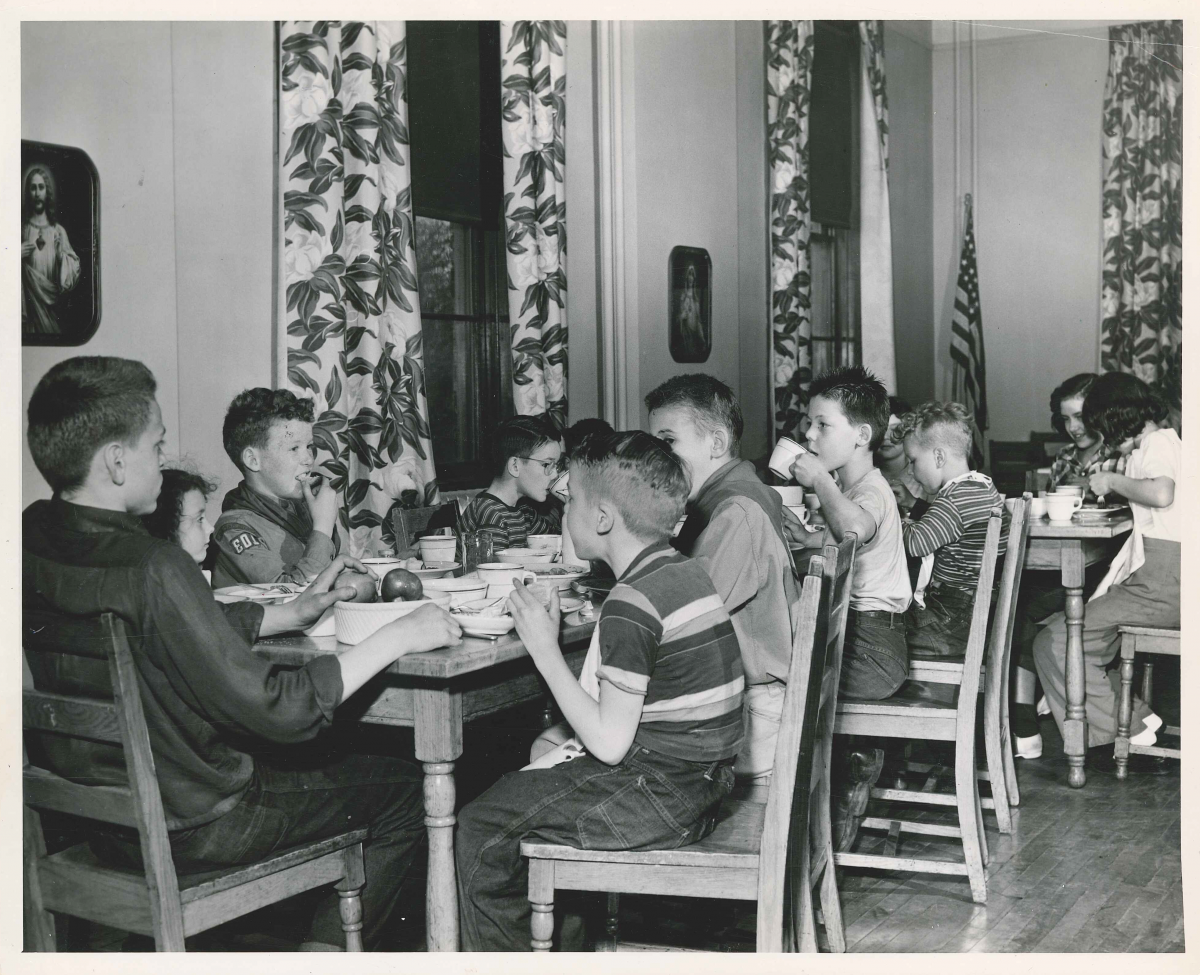 History - kids eating at tables