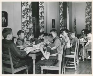 History - kids eating at tables